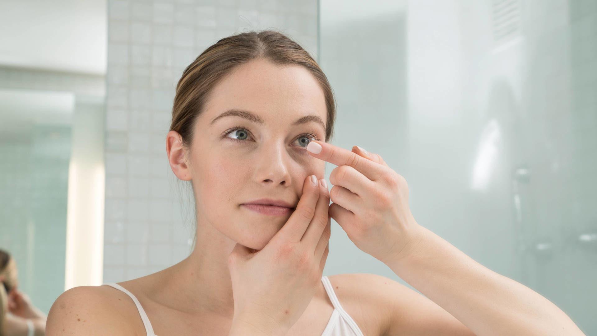 Soczewki kontaktowe a suche oczy
