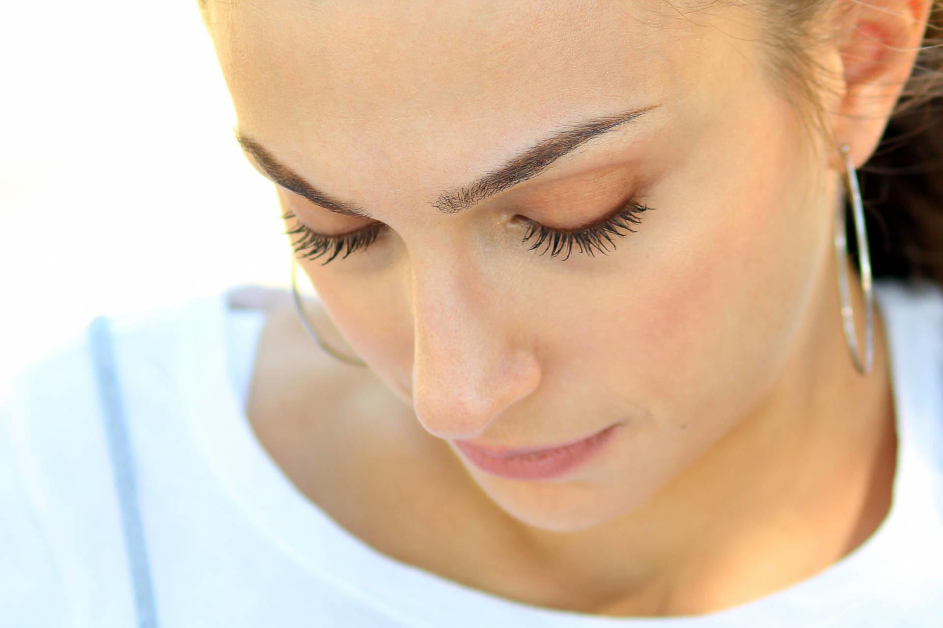 Odżywki do rzęs a ból oczu